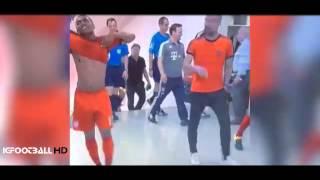 Pep Guardiola encara a De Jong en el túnel • Bayern Munich vs Milan • Audi Cup 2015