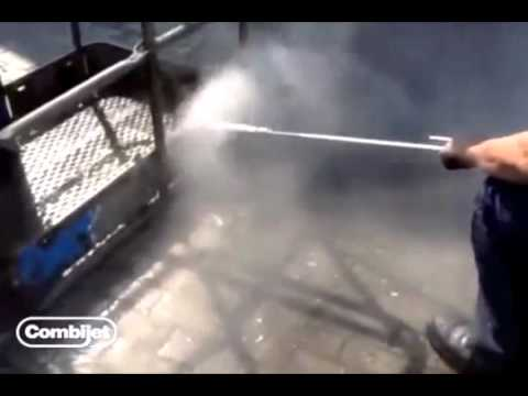 Removing Loose Paint from Vessel - 500 bar / Combijet Rotating Nozzles