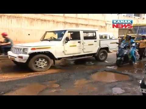Reporter Live: Protest of Public Against Poor Condition of Road In Bhubaneswar
