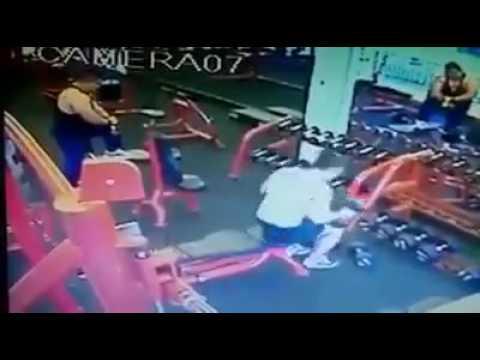 Cowo dihajar Cewek Penjaga Fitness Center galak, perlu nih di Jakarta