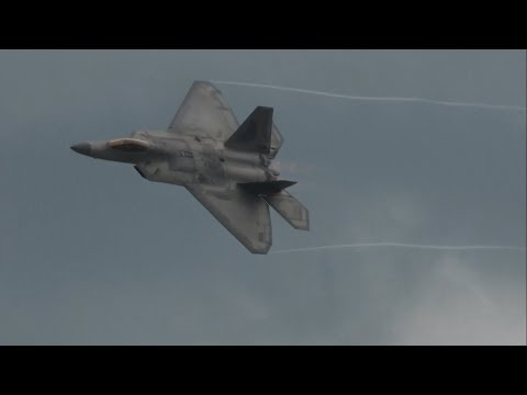 2017 Northeastern Pennsylvania Airshow - F-22 Raptor Demonstration & USAF Heritage Flight