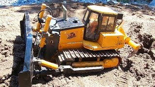 RC ADVENTURES - 1/14 Scale Bulldozer - Backfilling a Pond