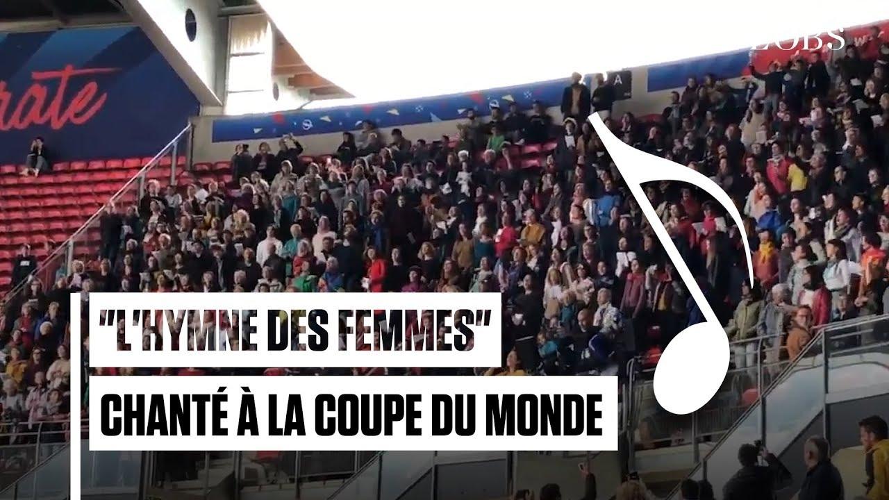 """Le chant féministe """"l'Hymne des femmes"""" résonne avant un match de la Coupe du Monde de football ..."""