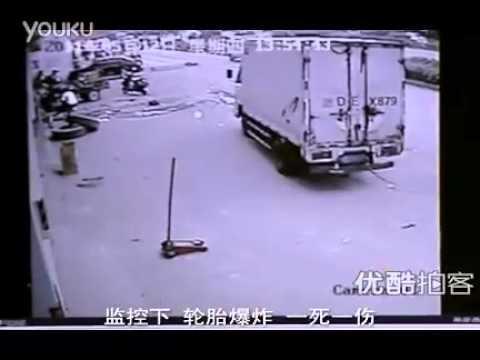 Lốp xe nổ như lựu đạn hất tung người bơm xe.mp4