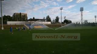 Тренировка футболистов МФК Николаев проходила под струями воды