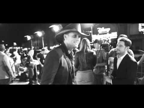 Tim McGraw - Backstage at the TV debut of Lookin' For That Girl