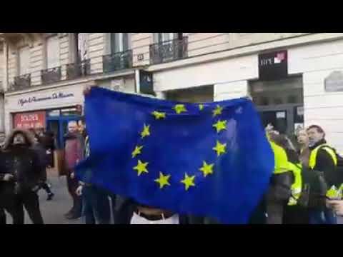 Párizsban francia lobogóra cserélték az EU-s rongyot | Vadhajtások.hu