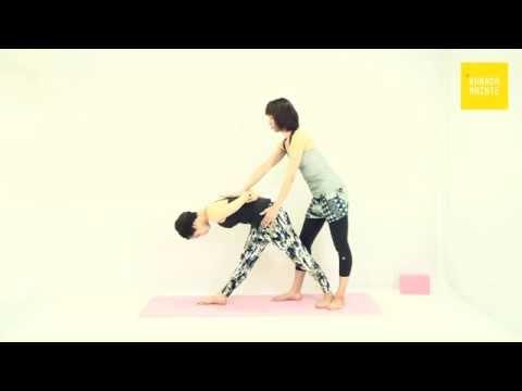 12パールシュボッターナーサナ(脇腹を強く伸ばすポーズ)のアジャストメント