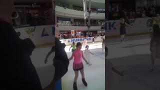 8 марта перед танцем все катаются на льду в Актау 8 марта 2017