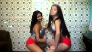 Thais e Paulinha - Safadas Dançando Fun...