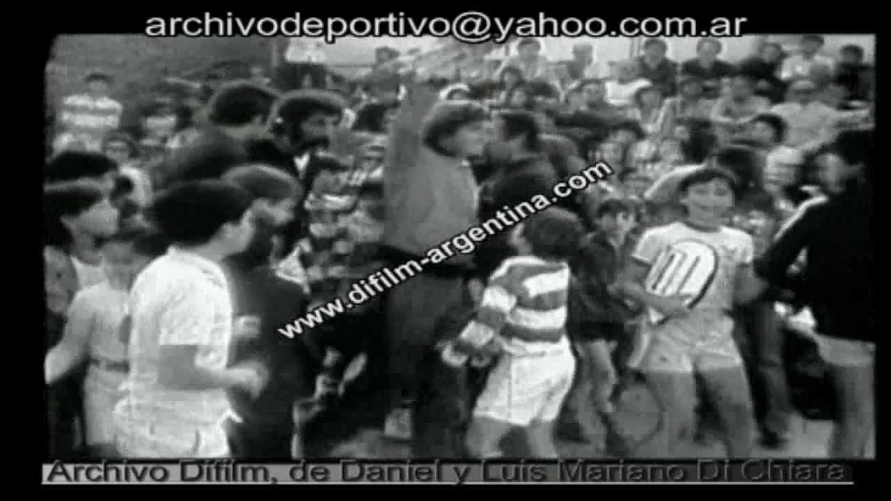 DIFILM GUILLERMO VILAS DA CLASES DE TENIS 1977