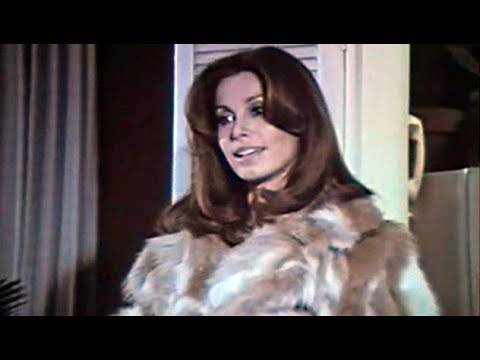 05 American Movie With Woman In Fur Coat