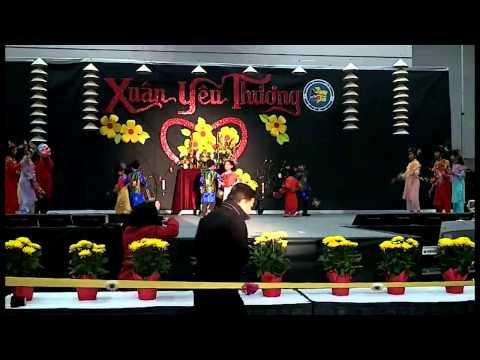 """Lạc Hồng - Đội Múa Bé Tí Non múa """"Bánh Chưng Xanh"""" at Convention Center 2014"""