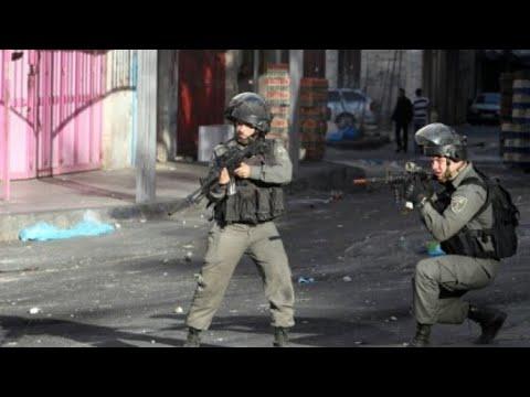 اعتقال شقيق الفلسطيني قاتل الإسرائيليين الثلاثة في ظل تصاعد التوتر في محيط الأقصى  - 23:23-2017 / 7 / 22