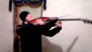 красиво играет на скрипке(Это видео загружено с телефона Android., 2013-03-07T21:22:24.000Z)