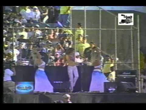 Thalia Entre el Mar y una Estrella Viva la Radio 2000