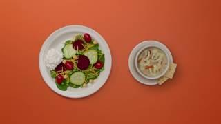 Erstellen Sie Ihre Teller mit Essen ' N Park s Soup, Salat & Fruit Bar