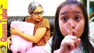 น้องควีน แอบเปิดกระเป๋าของคุณยาย แทบช็อค เมื่อเห็นสิ่งที่อยู่ข้างใน!😱ละครสั้น | Nanny's Secret SKIT