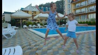 ВЛОГ: Уехали , новый отель, море, цены ,  по пути в Крым,  Мы в Щели)