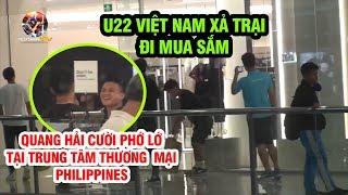 Quang Hải cười tươi, Hà Đức Chinh nhờ Tiến Dụng chụp ảnh ở trung tâm thương mại Philippines