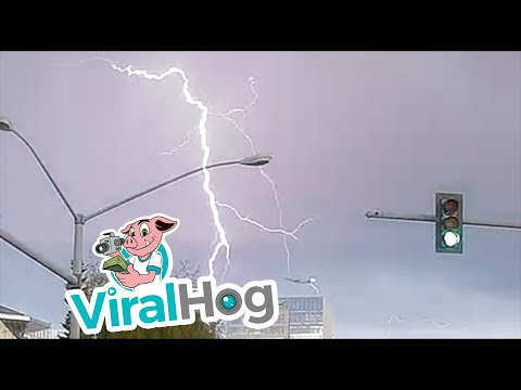Eric Hunter -  Amazing Video Captures Airline Flying Through Lightning Strike