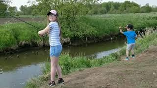Летняя рыбалка с детьми