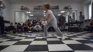 Maryana vs Nastya | Tie break | 1/8 bgirl battle | DVIZH CLUB BATTLE