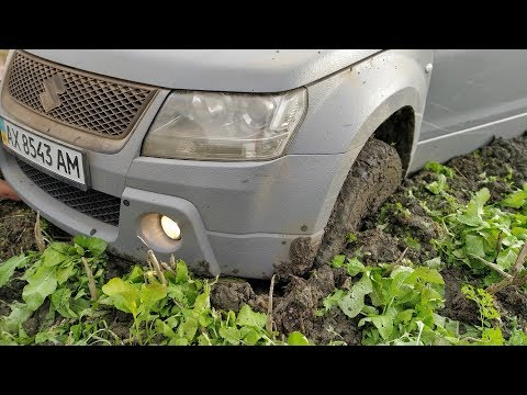 SUZUKI GRAND VITARA In MUD. Off-Road.