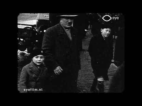 Jan 1932 - Jewish Neighborhood in Amsterdam (speed corrected + soundtrack)