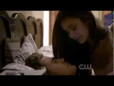 видео первая любовь в постели