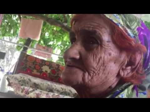 98 yaşindaki nine türkü söylüyor