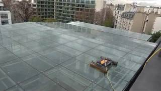 SolarCleano cleaning robot for glass roof cleaning