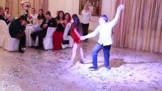 Детки танцуют на свадьбе.Жених не сдержался.........21.01.17