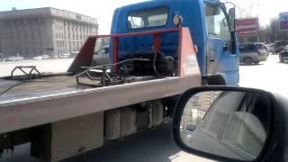 Водитель эвакуатора нарушает ПДД, две сплошные и ему за это ничего не будет(, 2013-04-24T09:59:00.000Z)
