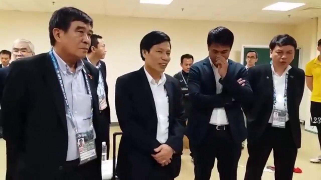 giây phút chia tay đội tuyển Việt nam của Lê công vinh   Thành lương