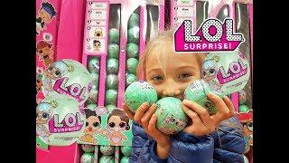 Что Влада покупает за свои деньги? Покупка игрушек, ЛОЛ сюрпризы, шарики LOL: Vlada buys LOL surpris