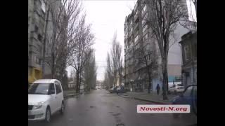 Видео новости-N: В Николаеве средь бела дня воруют металлические плиты