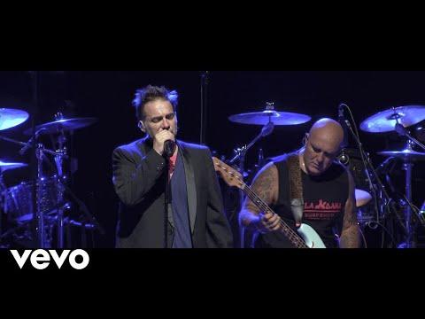 Los Fabulosos Cadillacs - Siguiendo La Luna (En Vivo en Theater at Madison Square Garden)