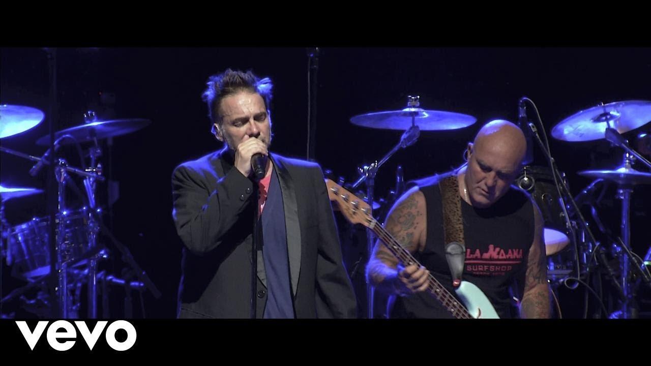 Los Fabulosos Cadillacs – Siguiendo La Luna (En Vivo en Theater at Madison Square Garden)
