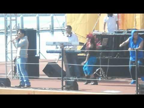El Amor- Tito el Bambino en Seaworld 2012