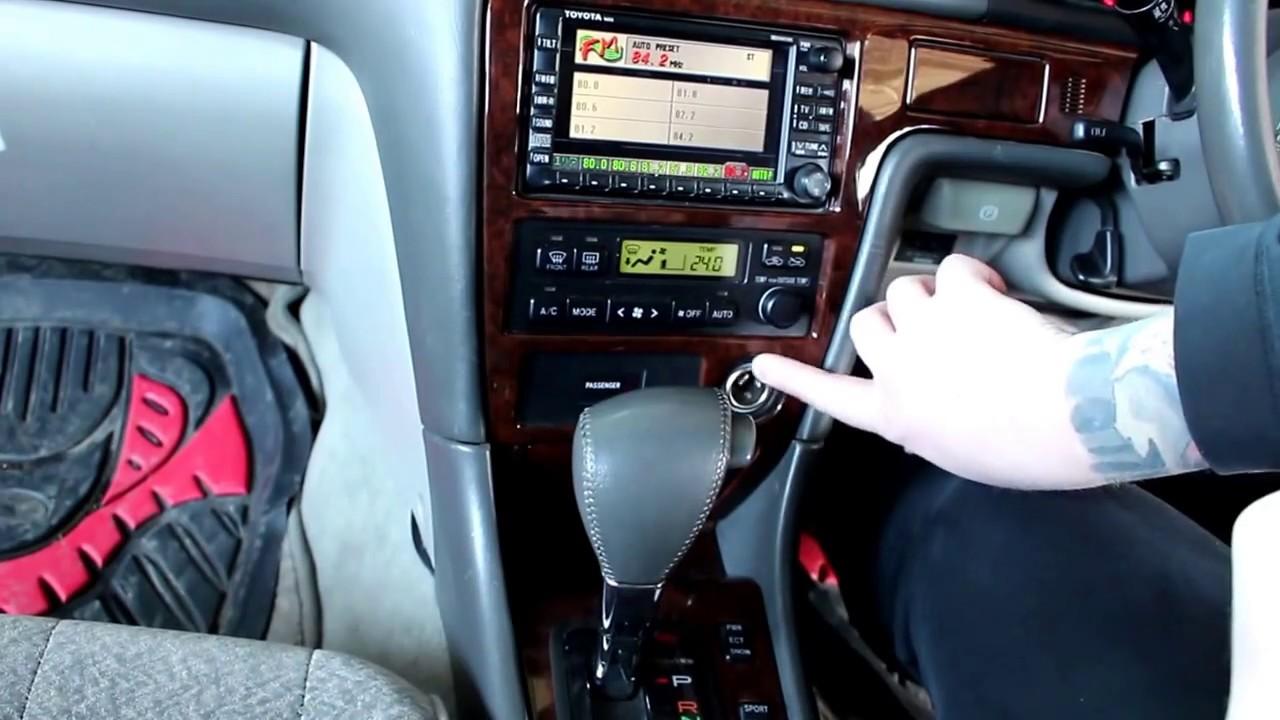 Toyota Mark II Тойота Марк 2 JZX 101 1998 года Замена прикуривателя, газовых упоров капота и дворник