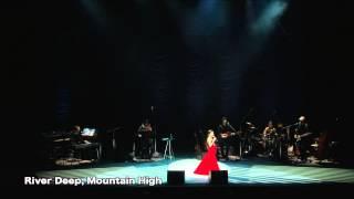 新妻聖子 待望のライブ・アルバム「LIVE MOMENTS」 2013年3月4日、有楽...
