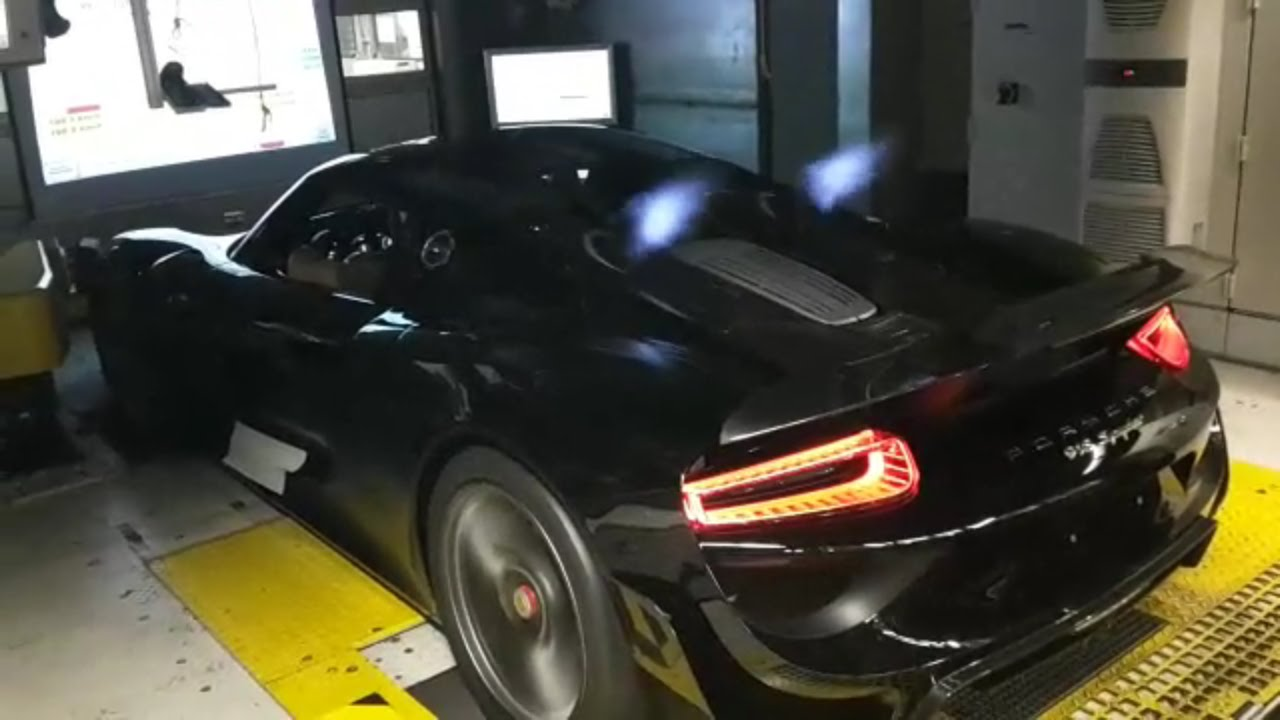 porsche 918 spyder spitting insane flames youtube
