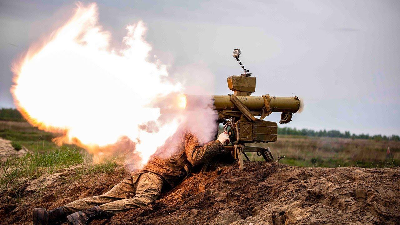 Танкисты и мотострелки провели зрелищные учения на полигоне под Воронежем
