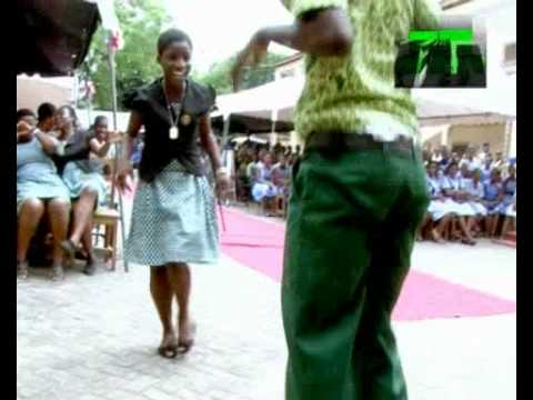 AZONTO DANCE IN SENIOR HIGH SCHOOLS. SONG BY SARKODIE - U GO KILL ME O.flv