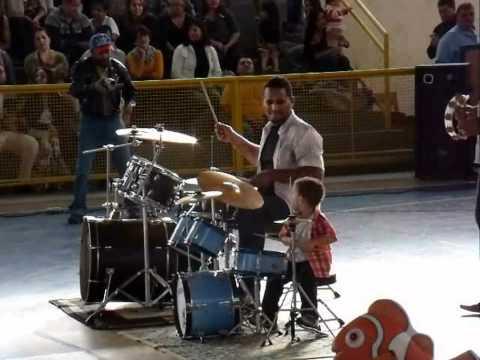 Arthur Gabriel,Festa da Familia Peixinho Dourado 2012 005.mp4