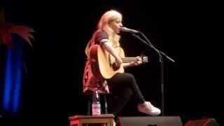 Julia Engelmann singt JUST A BOY