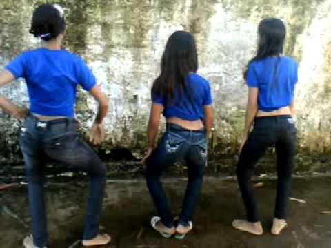 Gostosinha de jeans na loja - 4 3