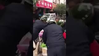 中国城管堪比日本鬼子进村!中国的管理者素质之低,是谁允许的?
