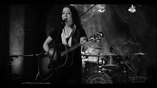 """Ashley McBryde performs """"Break It Fast"""" on Ditty TV"""